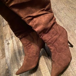 Collection Carrini suede heeled boots size 10
